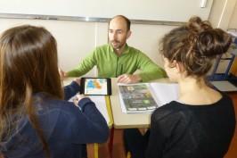 Sylvain Hausard enseigne l'histoire-géographie en classe inversée